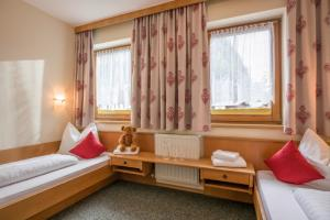 images/appartments/typB/Hotel_Gasthof_Post_Strass_Appartement_TYP_B_1_Kinderzimmer.jpg